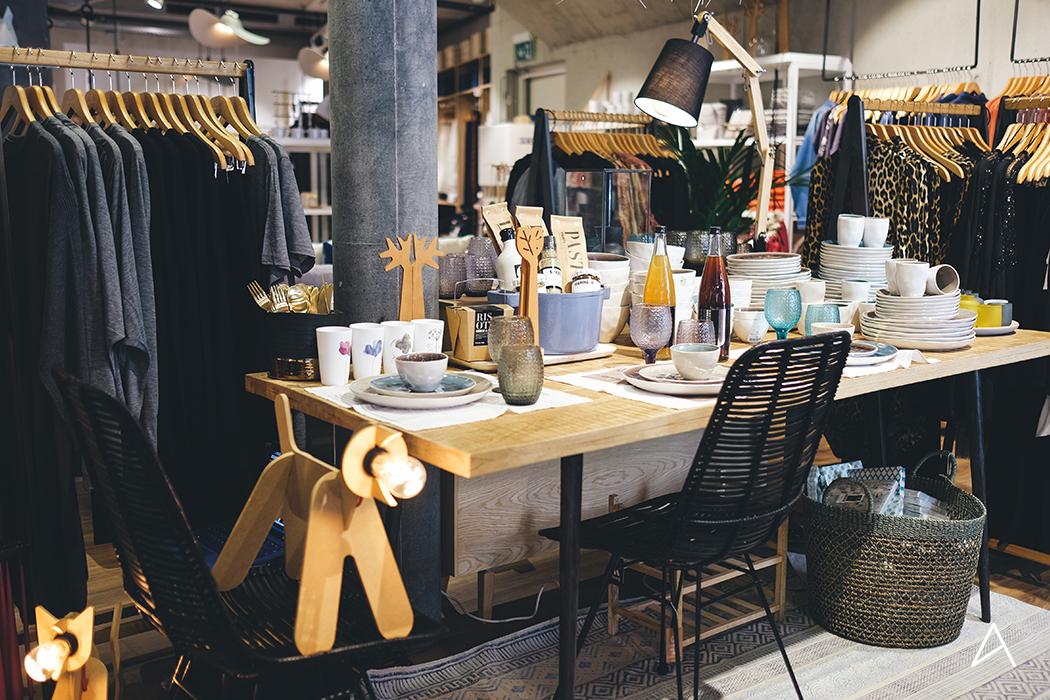 Lausanne_Shopping_Decoration__Caramel_Beurre_Sale_5