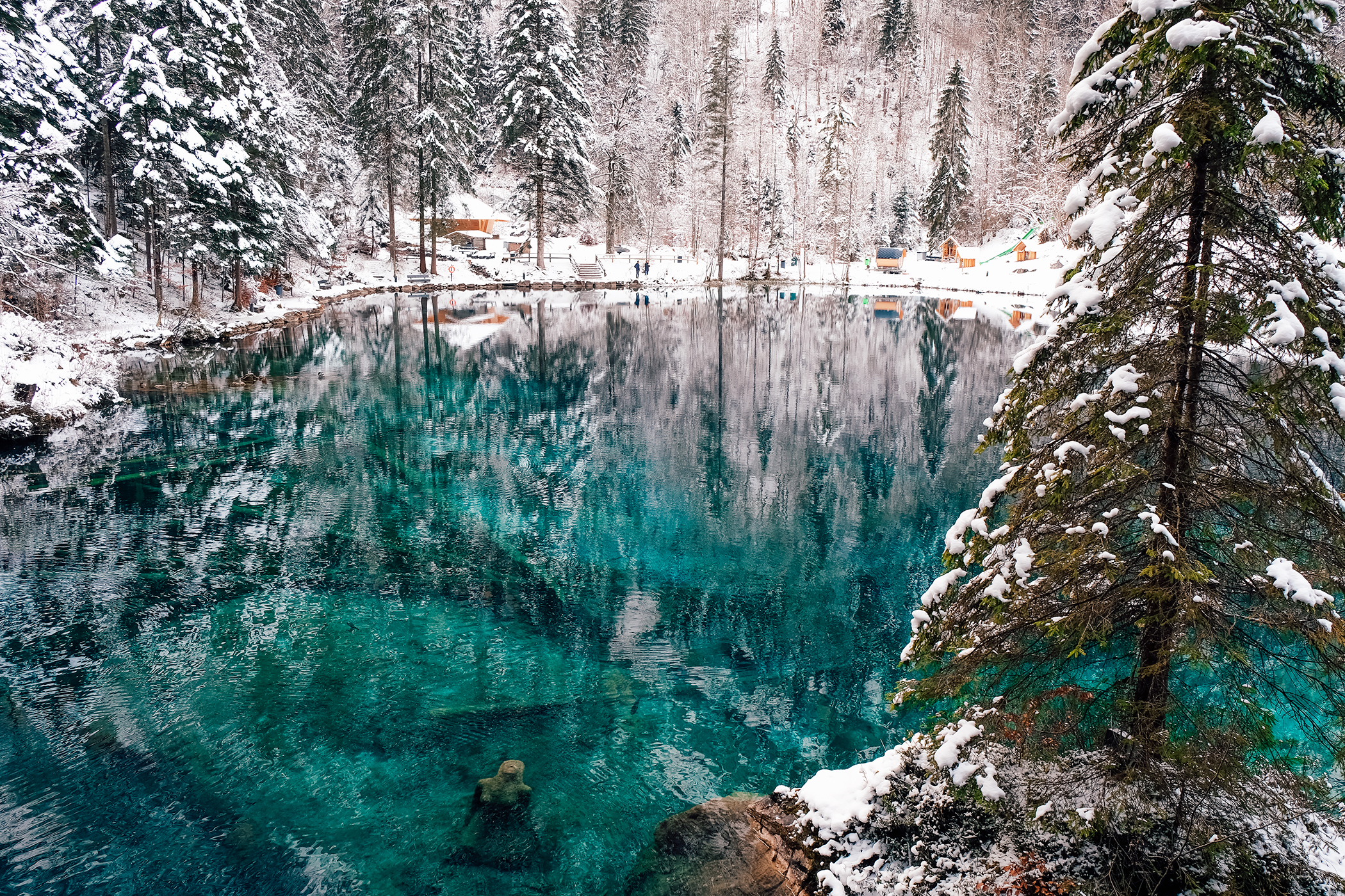 https://www.awwway.ch/wp-content/uploads/2018/01/Blausee_Hiver_Statue.jpg
