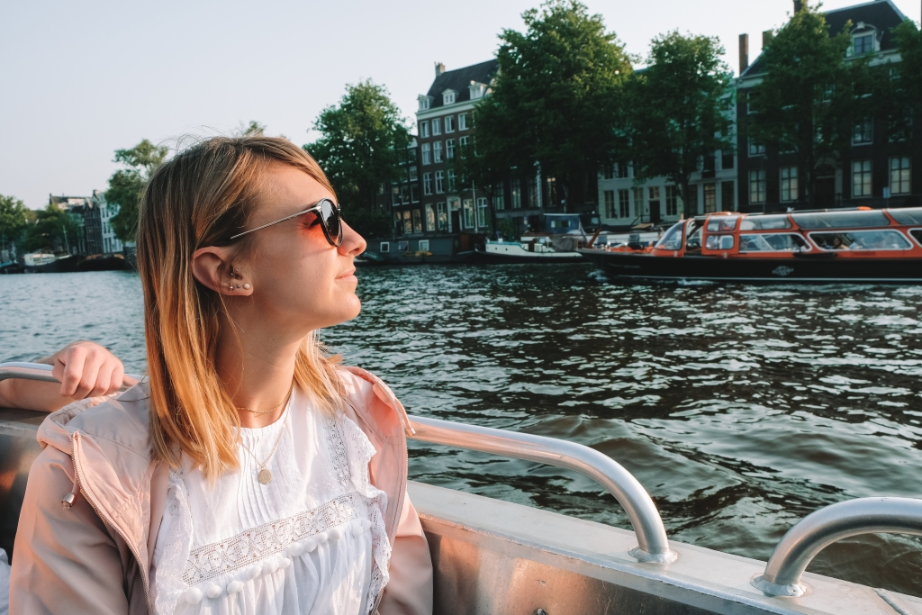 Faire une croisière sur les canaux pour voir Amsterdam différemment