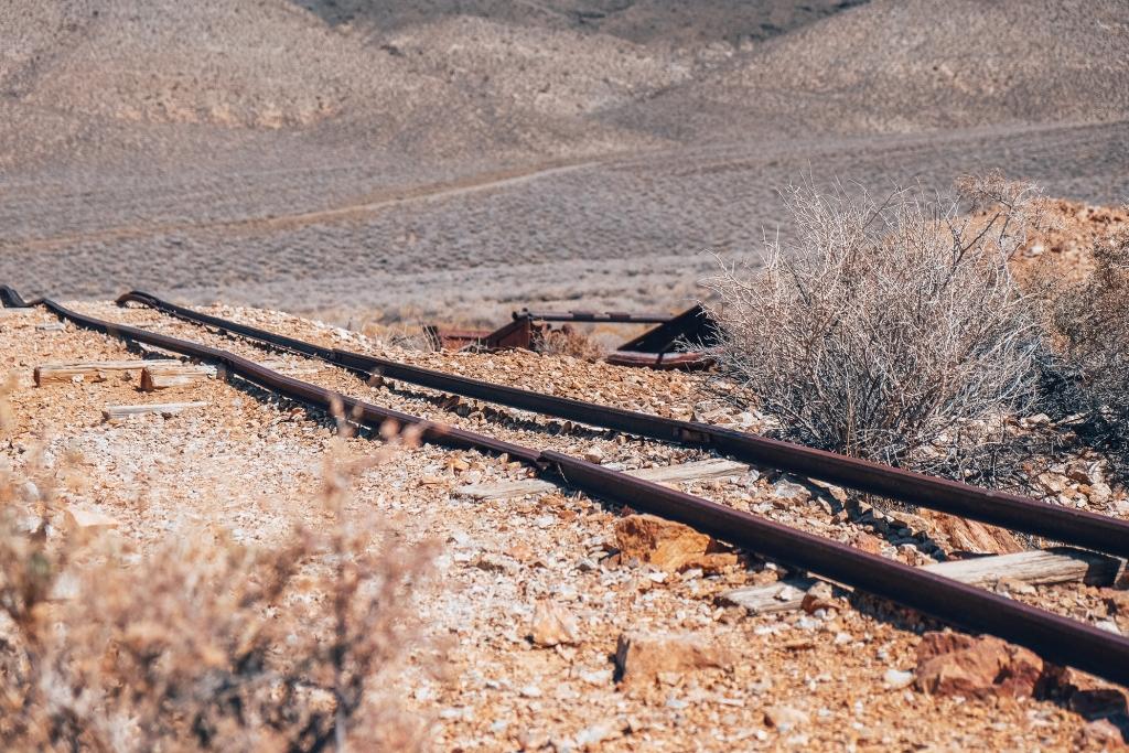 Les vestiges des rails d'Eureka Mine